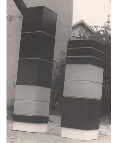 sculpture minimaliste polychrome permanence jaune